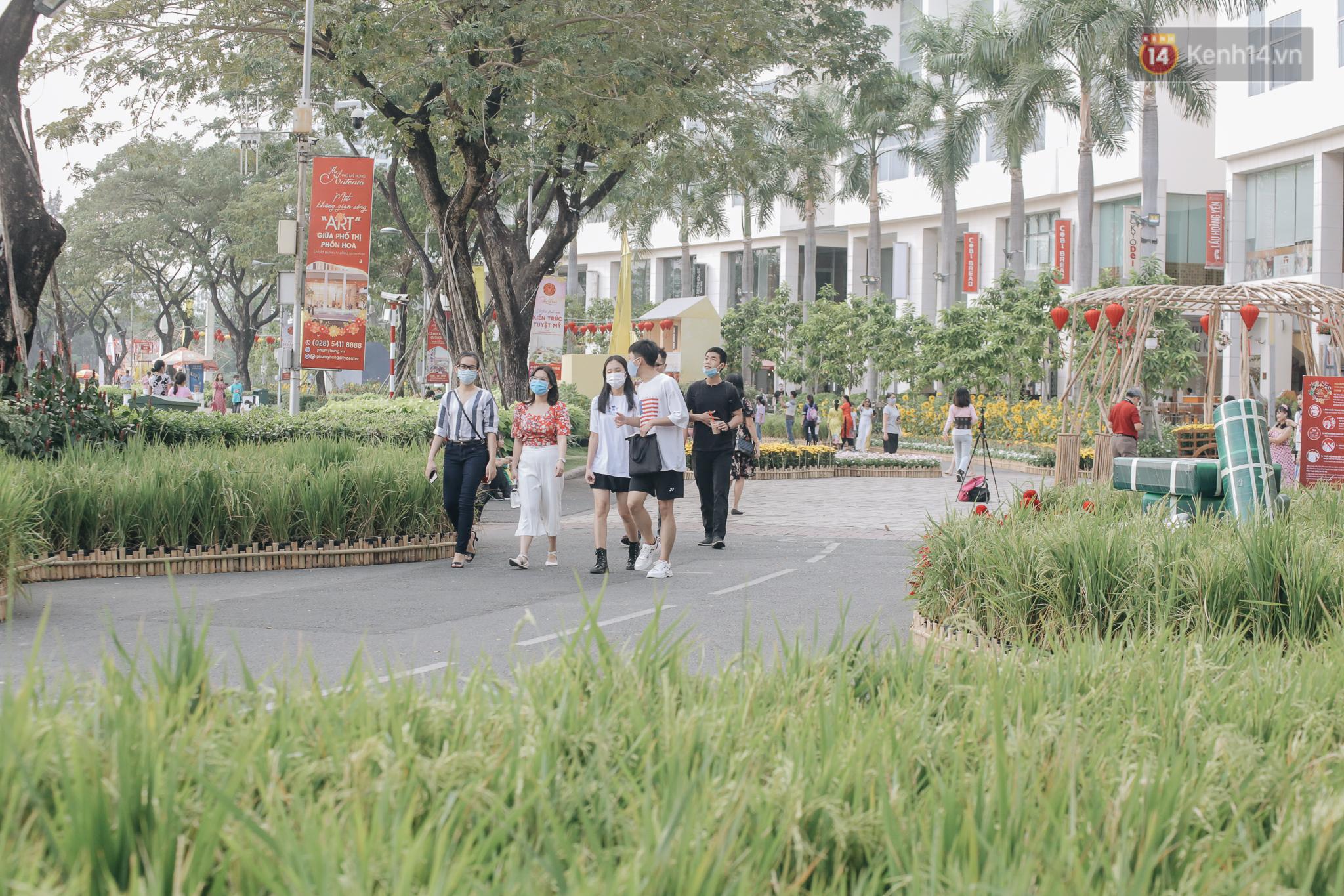 Cận cảnh đường hoa Tết Tân Sửu 2021 phong cách tối giản tại phố nhà giàu Sài Gòn - Ảnh 15.