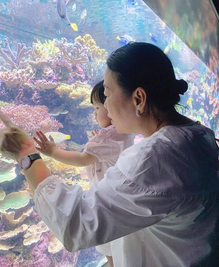 Hiếm lắm mẹ chồng đại gia của Hoa hậu Đặng Thu Thảo mới lộ diện, bà chủ hào môn tài sản nghìn tỷ trông thật gần gũi - Ảnh 3.