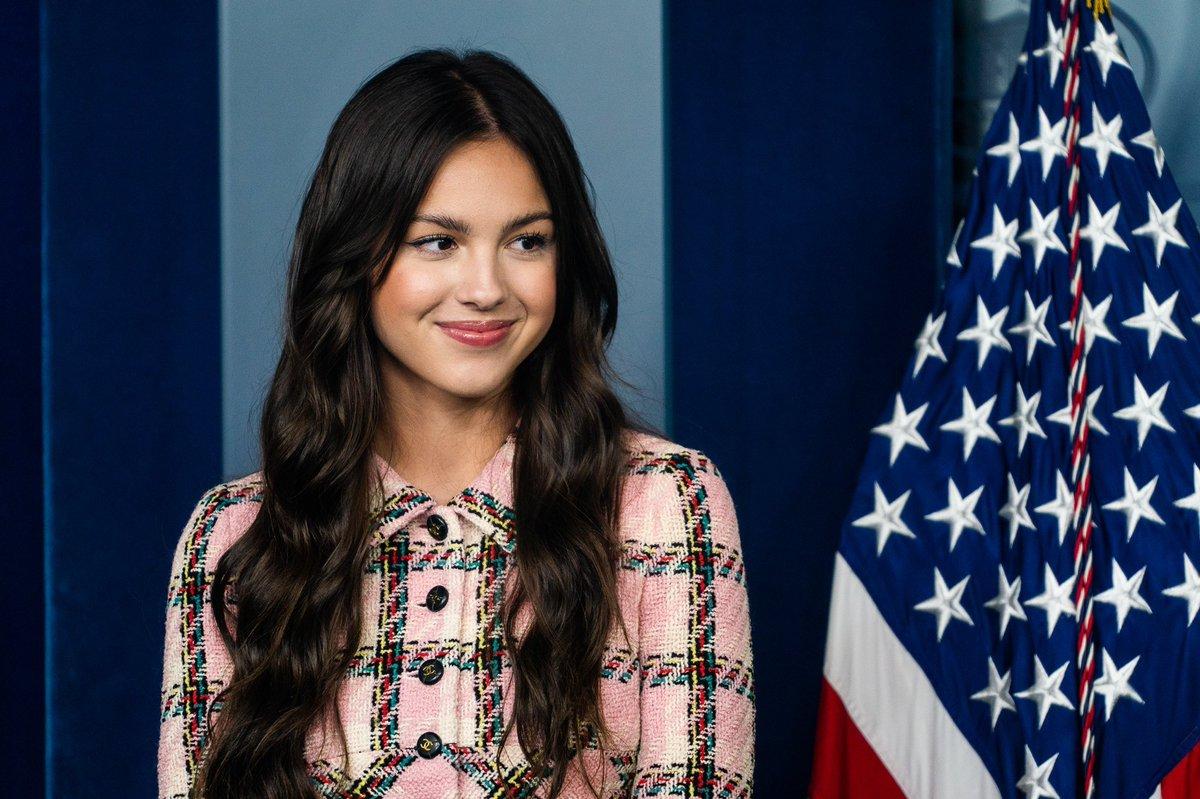 Olivia Rodrigo phát biểu trên bục Tổng thống tại Nhà Trắng nhưng náo loạn MXH vì... xinh quá - Ảnh 3.