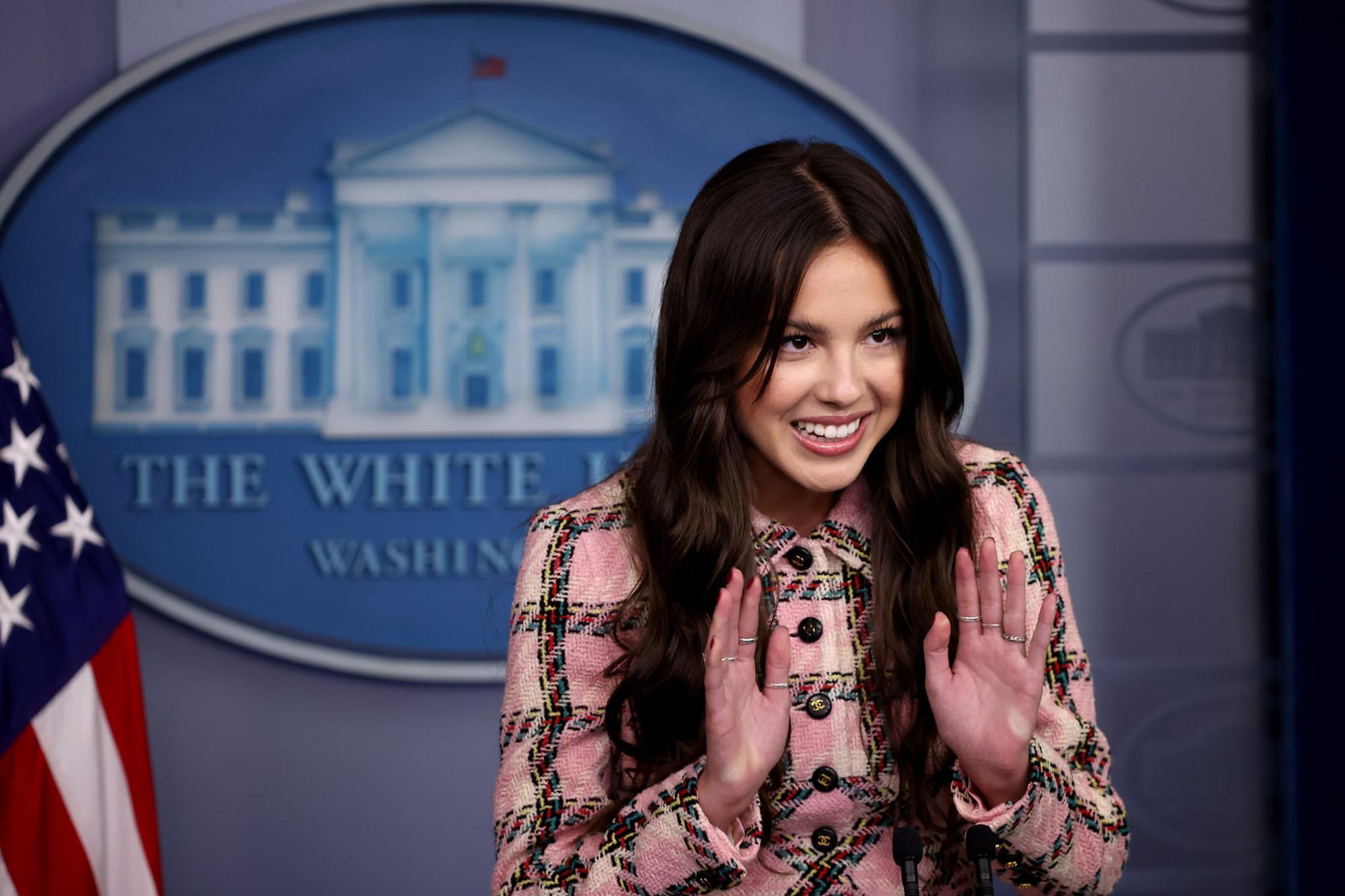 Olivia Rodrigo phát biểu trên bục Tổng thống tại Nhà Trắng nhưng náo loạn MXH vì... xinh quá - Ảnh 5.