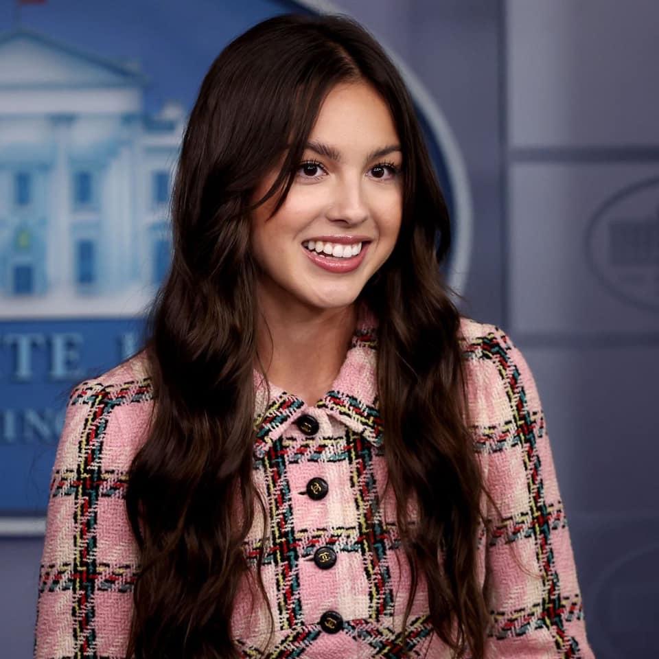 Olivia Rodrigo phát biểu trên bục Tổng thống tại Nhà Trắng nhưng náo loạn MXH vì... xinh quá - Ảnh 6.