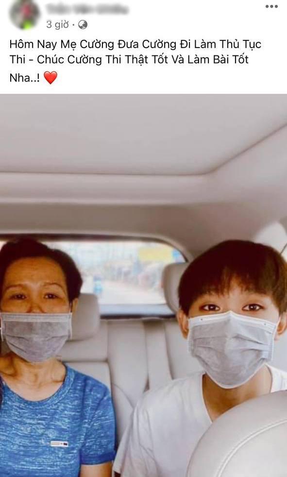 Rầm rộ hình ảnh Hồ Văn Cường được mẹ ruột đưa đi làm thủ tục trước ngày thi tốt nghiệp THPT - Ảnh 2.