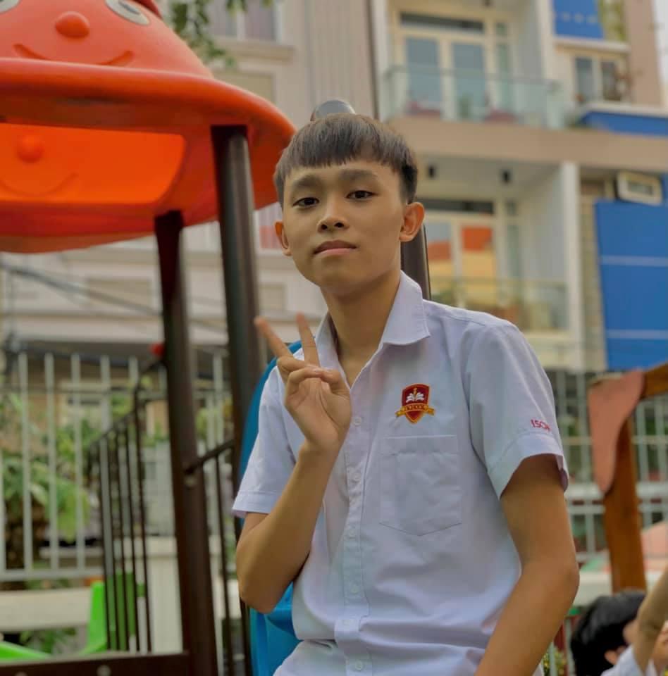 Rầm rộ hình ảnh Hồ Văn Cường được mẹ ruột đưa đi làm thủ tục trước ngày thi tốt nghiệp THPT - Ảnh 4.
