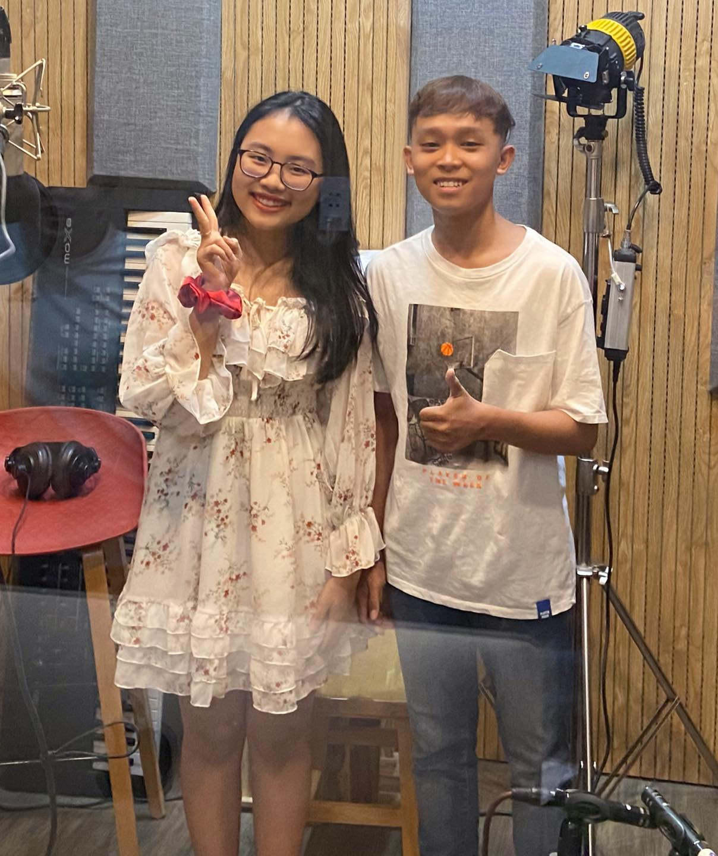 Rầm rộ hình ảnh Hồ Văn Cường được mẹ ruột đưa đi làm thủ tục trước ngày thi tốt nghiệp THPT - Ảnh 6.