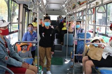 Tìm hành khách trên hai tuyến xe buýt Long An – TP.HCM