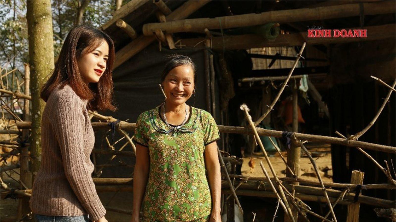 Bà Nguyễn Thị Quê phấn khởi khoe năm nay gia đình sẽ ăn Tết to.