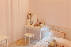 'Lột xác' phòng trọ ẩm mốc thành căn hộ toàn màu hồng đẹp mắt chỉ với 10 triệu đồng