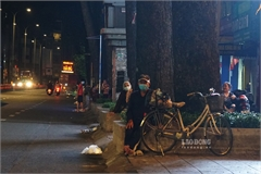 Many homeless people still seen on HCM City amid pandemic