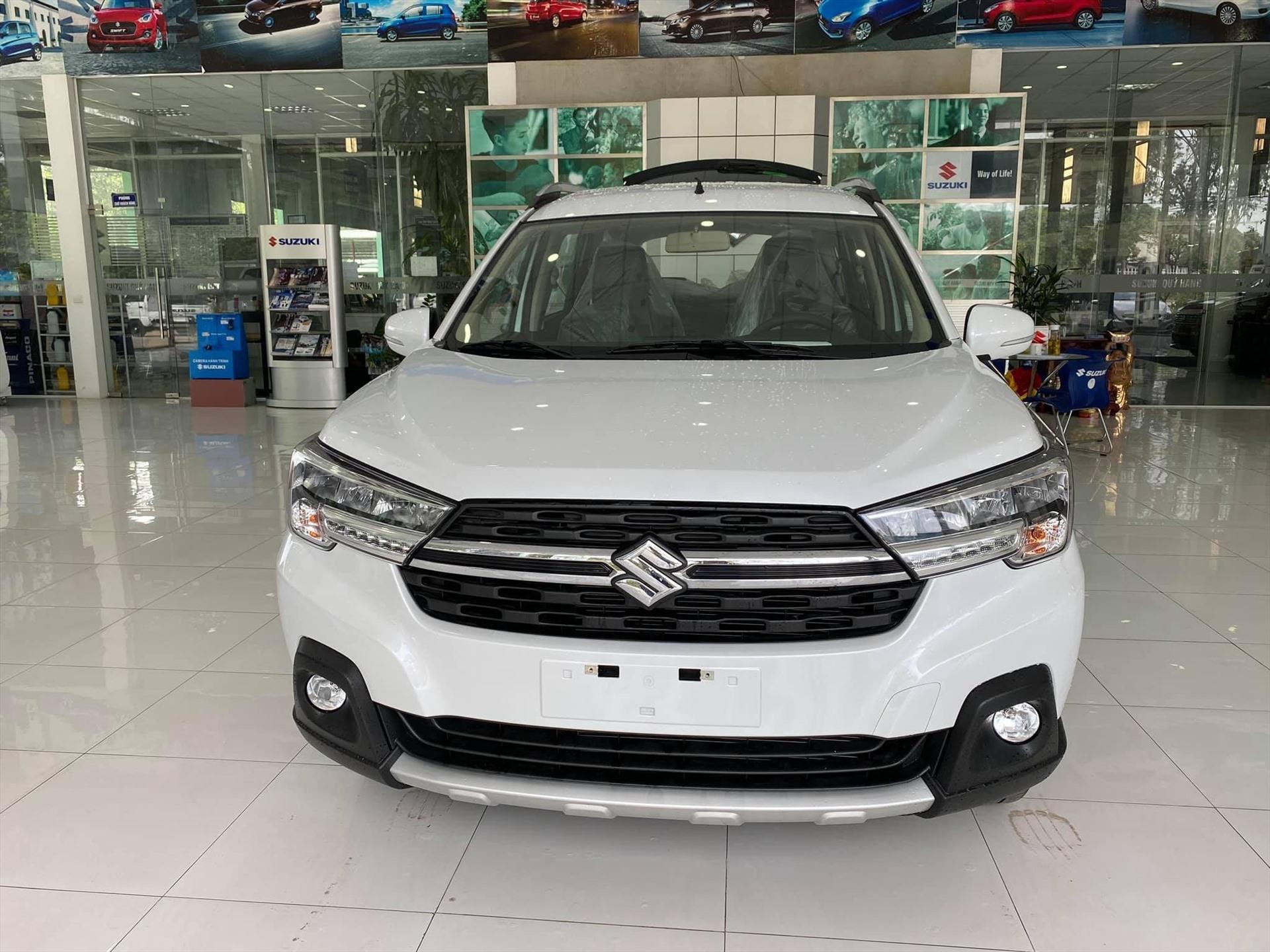 Suzuki XL7 sở hữu một diện mạo hoàn toàn mới với thiết kế hầm hố đặc trưng của một chiếc SUV gầm cao. Ảnh: Trang Hoài