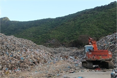 Con Dao struggling to deal with waste disposal headache