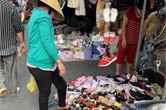 TPHCM: Hàng nhái thương hiệu giá 100.000 đồng bán khắp vỉa hè dịp cuối năm