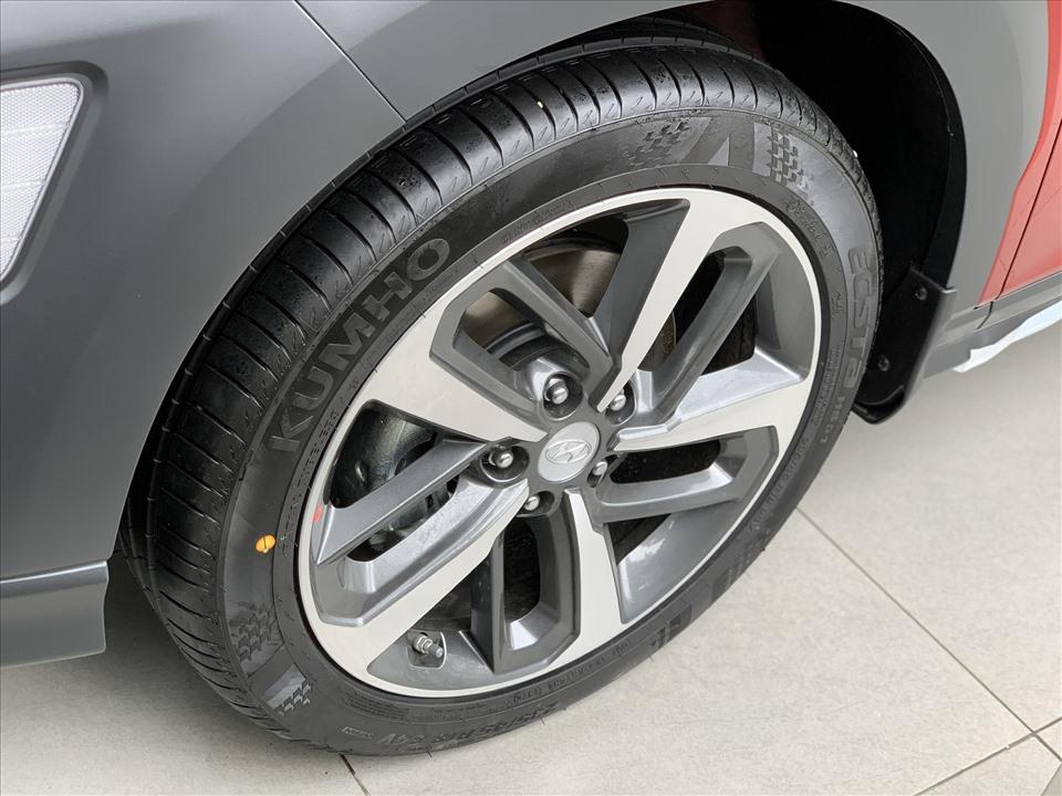 Kona 1.6 Turbo ghi điểm với bộ mâm 18 inch, nhỉnh hơn bộ mâm 17 inch trên 2008 GT Line.