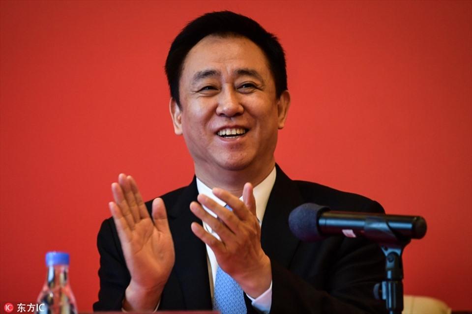 Ngoài sự nghiệp thành công, Hui Ka Yan là người làm từ thiện rất hào phóng. Ông đã quyên nhiều tiền cho giáo dục, giảm nghèo và giảm nhẹ thiên tại. Ước tính Hui Ka Yan đã chi tới 130 triệu USD cho mục đích từ thiện khác nhau.