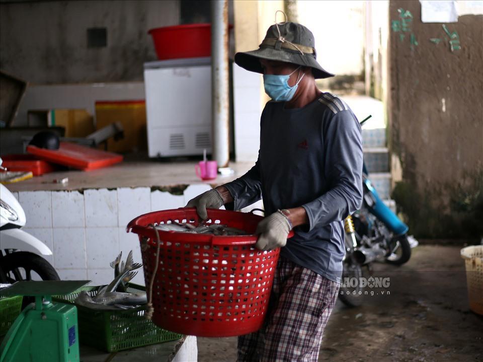 Còn rất nhiều người lao động gặp khó khăn do ảnh hưởng của dịch COVID-19. Ảnh minh họa: Thanh Vũ.