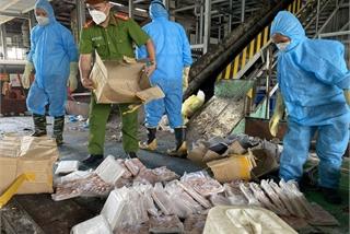 Huỷ 2,5 tạ chân gà rút xương trôi nổi đang trên đường về Bắc Giang tiêu thụ