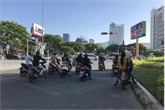 Mức phạt đối với các phương tiện dừng chờ đèn đỏ sai vị trí để tránh nắng