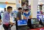 Hà Nội: Đổ xô mua laptop, nhiều shop cháy hàng, mẫu giá rẻ khan hiếm