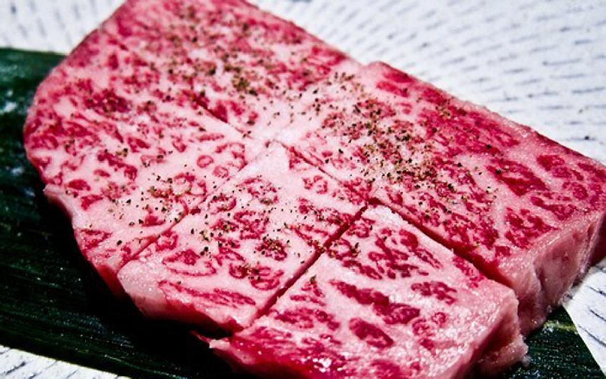 Bên cạnh chế độ ăn, thời gian chăn nuôi kéo dài cũng khiến bò Ozaki trở nên đặt biệt. Hầu hết những con bò cho loại thịt cao cấp đều được nuôi trong 28 tháng. Tuy nhiên, bò Ozaki được trong 36 tháng để thịt có hương vị đậm hơn, chất béo kết dính tốt hơn trong những thớ thịt.