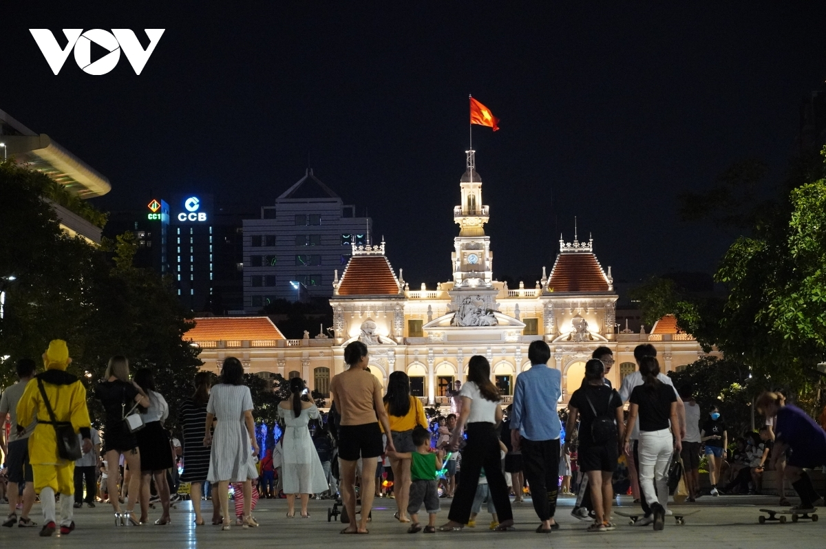 Many people head to Nguyen Hue pedestrian street in District 1 in order to enjoy the festive atmosphere.