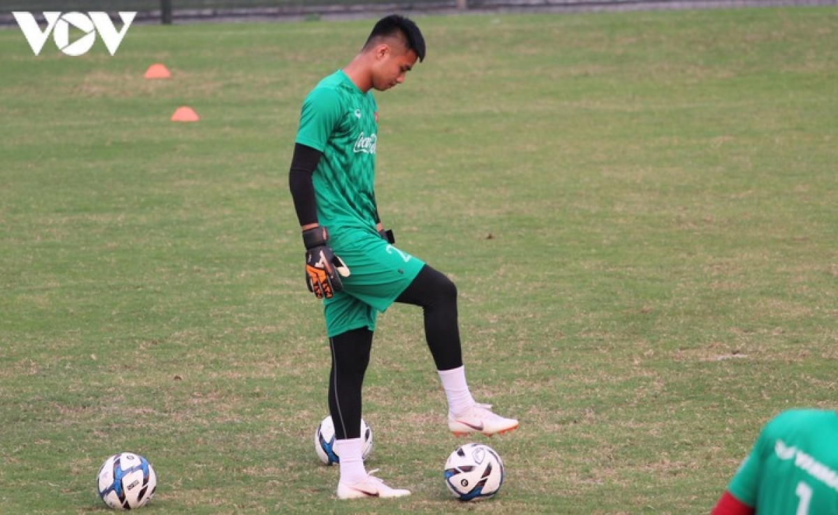 Nguyen Van Toan, 21, of Hai Phong FC played as a goalkeeper during the King's Cup 2021. He has been called up before and has been a regular back up for senior team goalkeeper Dang Van Lam.