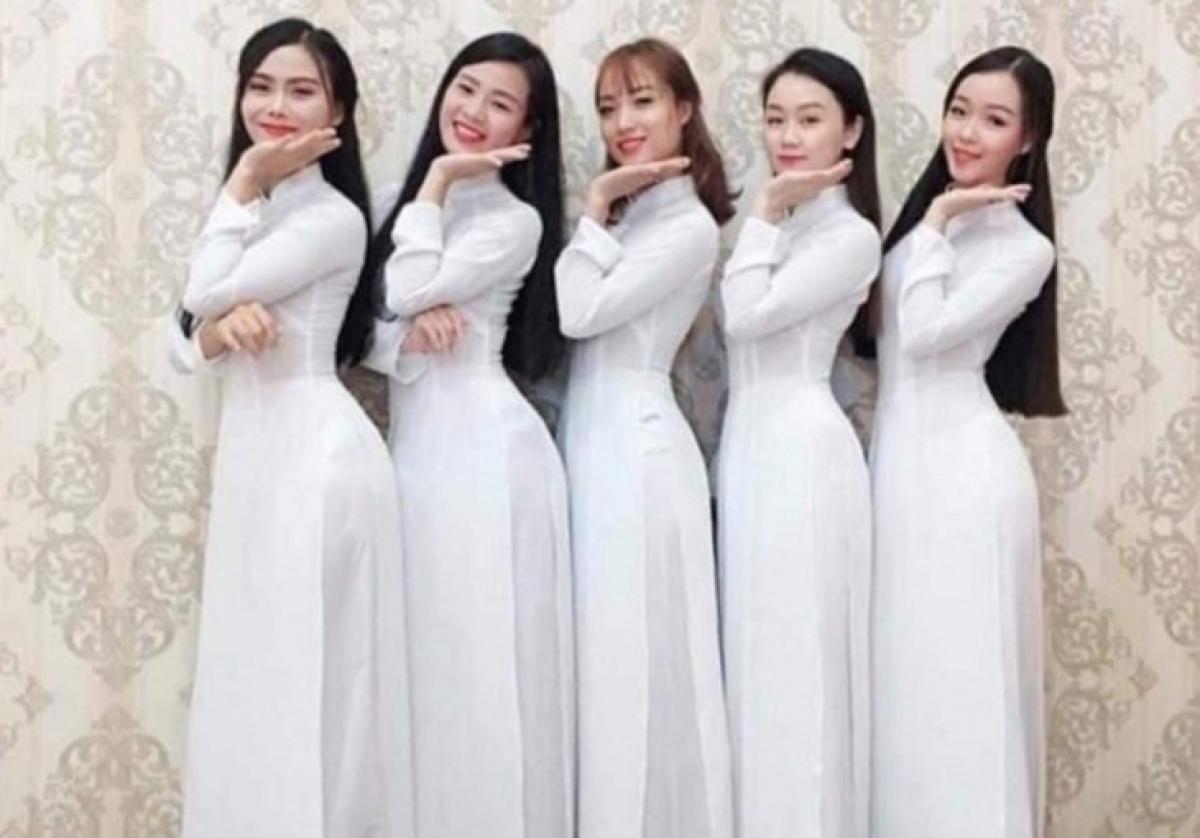 Vietnamese women in Ao dai