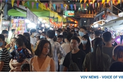 HCM City streets crowded during Mid-Autumn Festival celebrations
