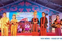 Khmer people put traditional outfits on display at Ok Om Bok Festival