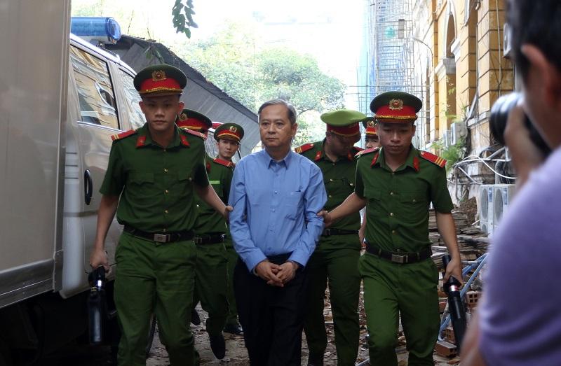 Cựu Phó chủ tịch UBND TP.HCM Nguyễn Hữu Tín ra tòa phiên xét xử tháng 12/2019 vì giao không đấu giá 5.000 m2 tại số 15 Thi Sách, quận 1 cho Vũ