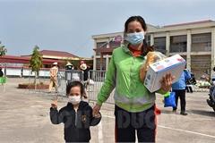 75 học sinh mầm non Hải Dương hết cách ly, ríu rít về nhà ăn Tết