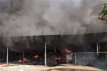 Cháy lớn, 2 cửa hàng bị thiêu rụi, thiệt hại nặng