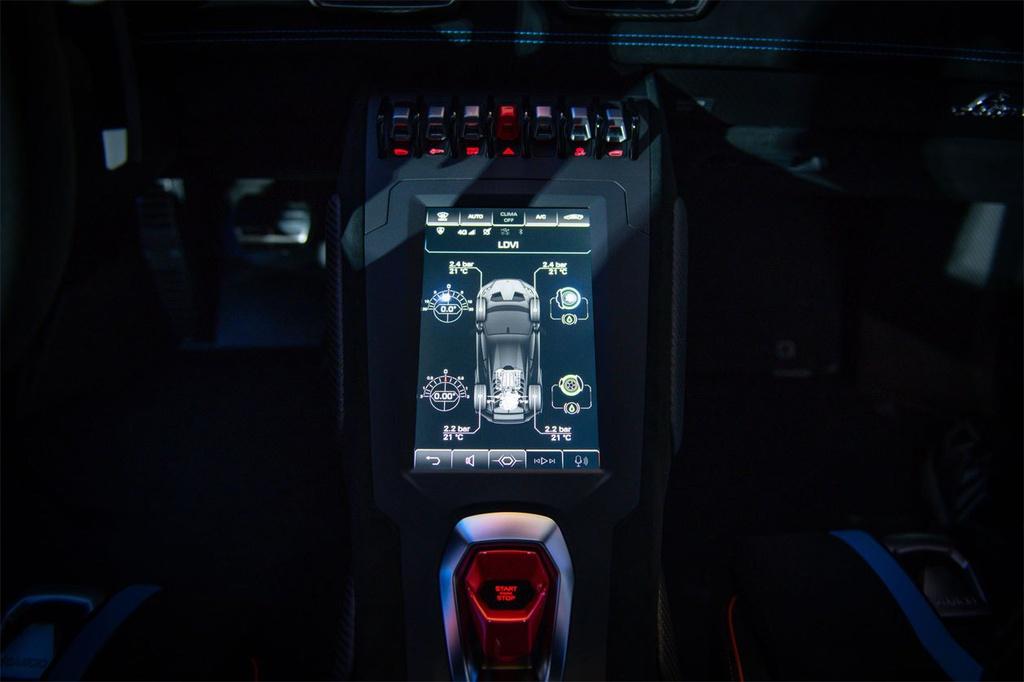 Lamborghini Huracan STO được ra mắt tại Thái Lan, giá gần 1 triệu USD 5
