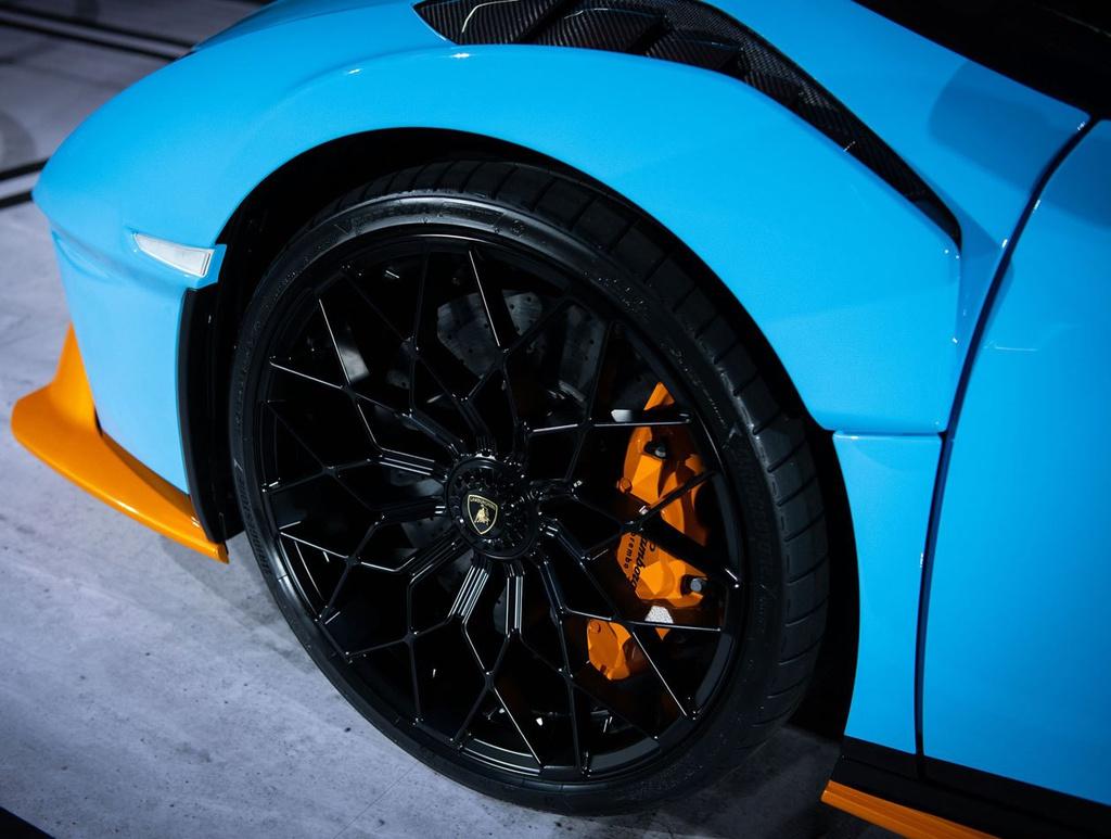 Lamborghini Huracan STO được ra mắt tại Thái Lan, giá gần 1 triệu USD 9