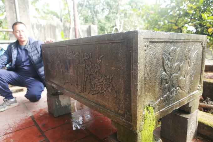 Theo anh Tuấn, bể đá có từ thời Lý, được đục từ một khối đá nguyên khối