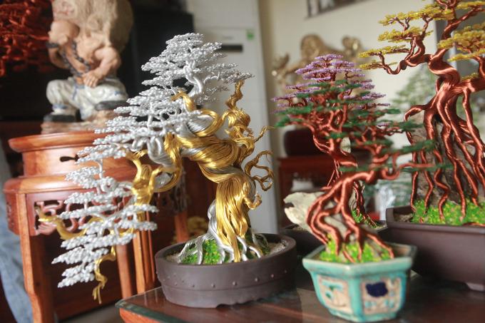 Được biết trước kia anh Thành thường làm cây bonsai với thân, cành dài nhưng hiện tại anh đã làm ngắn theo tỷ lệ bonsai quốc tế