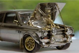"""""""Siêu xe"""" Ford Escort bằng vàng và kim cương"""