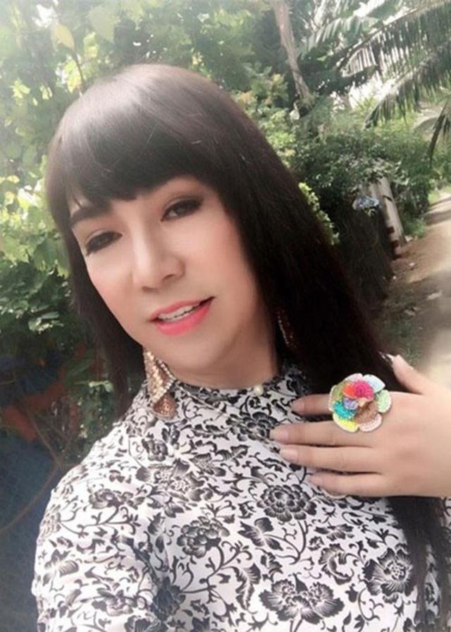Đóng vai con gái quá nhiều, Long Nhật liên tục vướng ồn ào về giới tính.