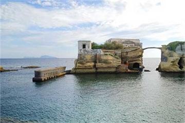 Hòn đảo tuyệt đẹp ở Italy và 'lời nguyền chết chóc' bí ẩn cần được giải đáp