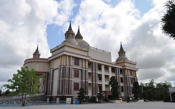 Choáng ngợp trước dinh thự lớn nhất Nam Bộ của đại gia Trầm Bê - Ảnh 4