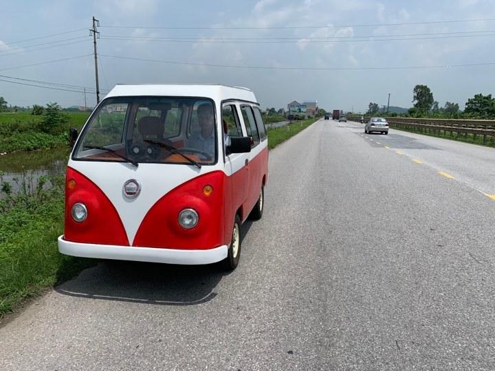 Clip: Ô tô chạy bằng năng lượng mặt trời của nam sinh lớp 12 ở Nam Định