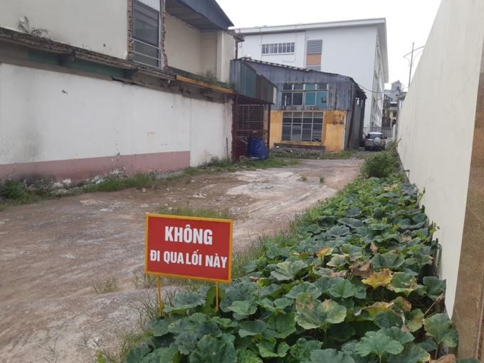 Lối vào chính của Trường THCS Phương Mai tại địa chỉ số 18 đường Giải Phóng - ảnh Hà Long
