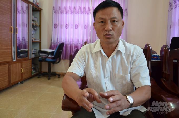 Anh Phù Đức Lâm - Chủ tịch xã Hồng Quang: Họp dân, 100% mong muốn giữ lại dân tộc Thủy gốc của mình. Ảnh: Dương Đình Tường.