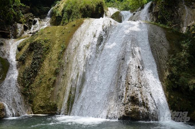 Một tầng thác bên dưới. Ảnh: Dương Đình Tường.