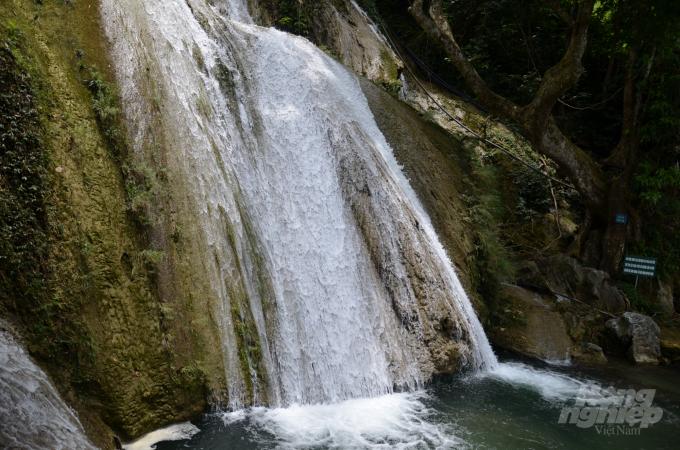 Phong cảnh hữu tình của thác Khuổi Nhi. Ảnh: Dương Đình Tường.