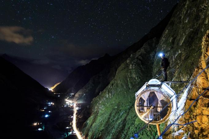 Du khách trải nghiệm kể lại rằng được qua đêm ở nhà nghỉ treo sẽ thấy các vì sao và mặt trăng có vẻ ở rất gần nhau, tạo ra một không gian khó quên