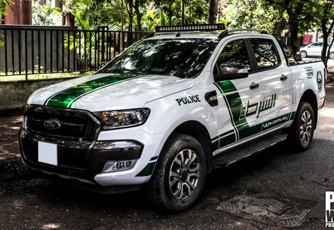 Ford Ranger Wildtrak dán tem cảnh sát Dubai