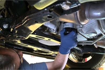 Bao lâu thì nên thay cốc lọc dầu ô tô?