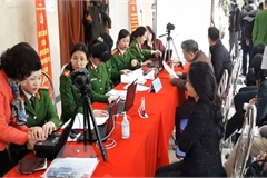 Hanoi puts electronic ID card into use
