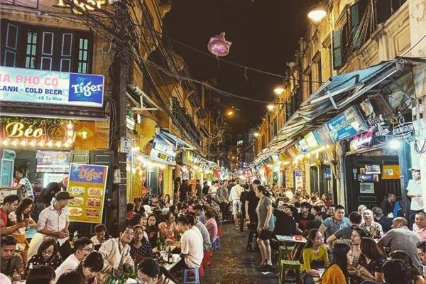 Late-night eating: a pleasure of Hanoians