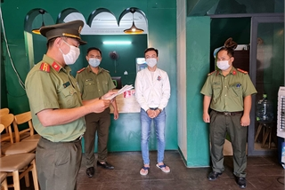 Man arrested for smuggling foreigners into Vietnam