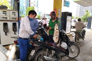 Nhiều cây xăng tại Hà Nội bán cầm chừng hoặc dừng kinh doanh